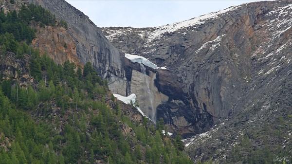 Водопад в долине Жомболока
