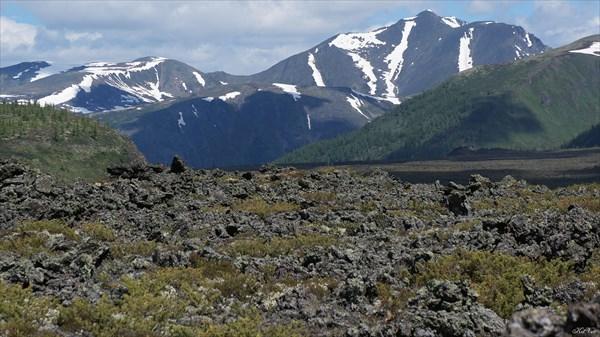 Вершина Буда-Ханда с вулкана Кропоткина
