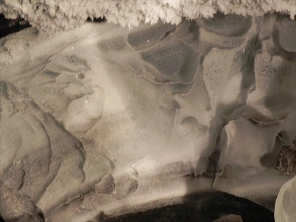 Трехсотлетняя толща льда