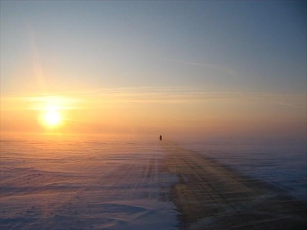Закат на ледовой дороге