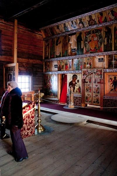 Внутри Церкви Покрова Богородицы