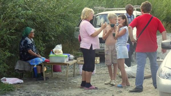 Местные продают молоко и кумыс