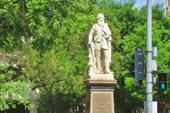 Памятник  Джону Макдуал Стюарту