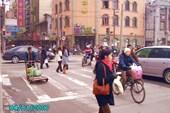 Шанхай. Движение на перекрестке.