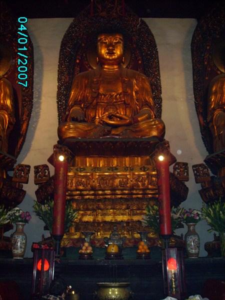на фото: Будда.