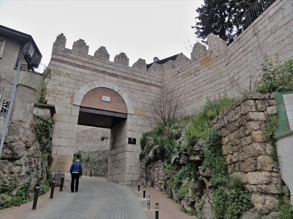 Bursa Kalesi – самая хорошо сохранившаяся часть крепости.