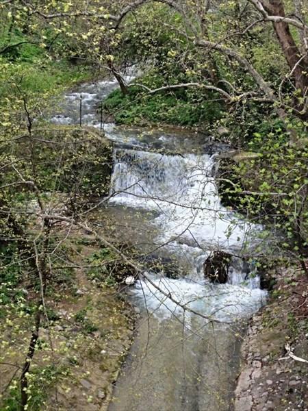 Водопад у моста
