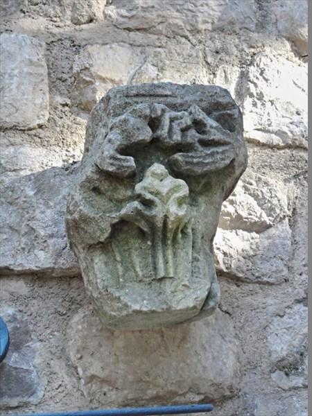 Старинный барельеф