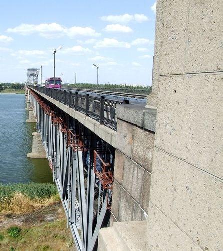 на фото: мост