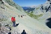 Спуск по осыпи с Альпшпитце