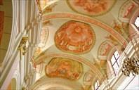 Внутреннее убранство-Собор Девы Марии