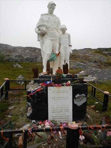 Памятник защиткикам Перевал мыста Тунтури