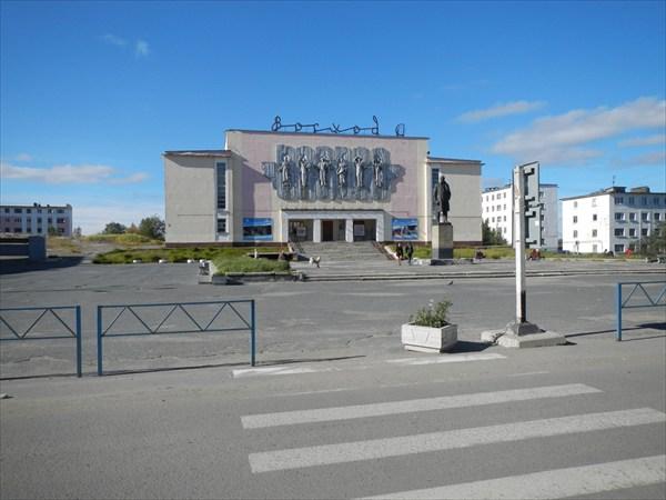 Центральная площадь в Никеле
