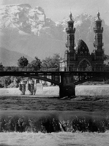на фото: Владикавказ.Суннитская мечеть.