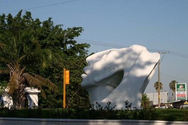 Скульптура майя в центре Паленке