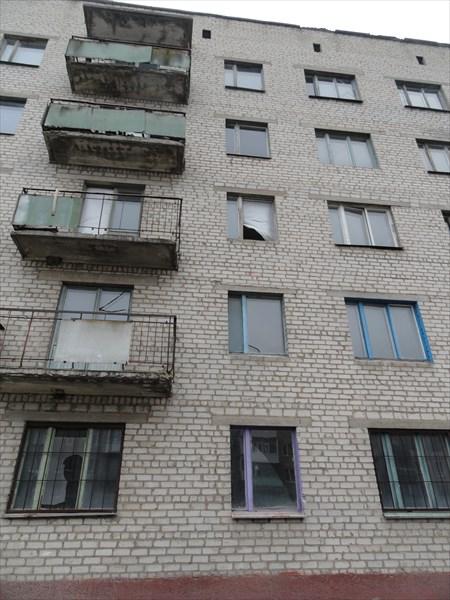 А вот еще брошенные многоэтажки