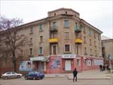 В админ. центре имеется несколько красивых сталинских зданий