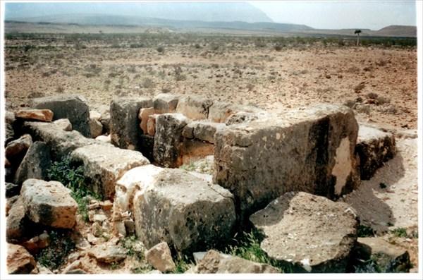 Разграбленный древний могильник