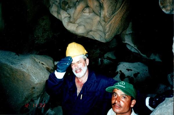 Виталий Вячеславович Наумкин в пещере