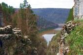 Вид из Ущелья `Драконов` на реку Белая